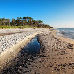 Möbelfolie Einsamer Strand am Meer - Blauer Himmel – Bild 3