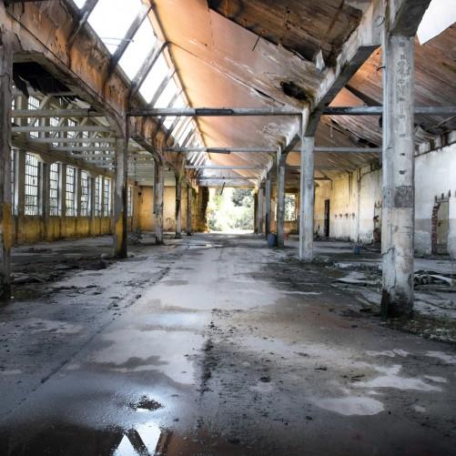 Möbelfolie Alte Industriehalle, leerstehend und einsam – Bild 3