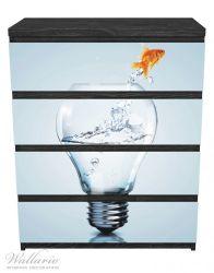 Möbelfolie Goldfisch springt aus Aquarium – Bild 1