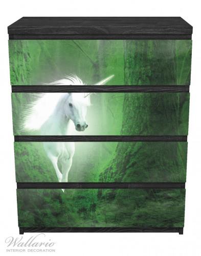 Möbelfolie Weißes Einhorn im grünen Wald – Bild 1