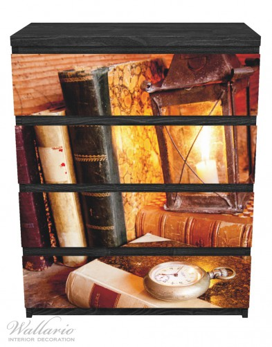 Möbelfolie Antike Laterne mit Kerze, alten Büchern und Taschenuhr – Bild 1