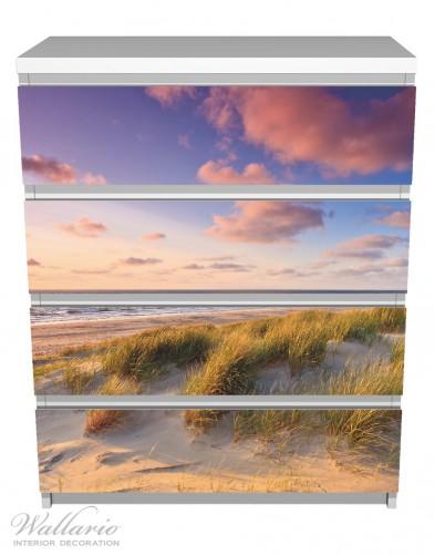 Möbelfolie Abendspaziergang am Strand - Sonnenuntergang über dem Meer – Bild 2