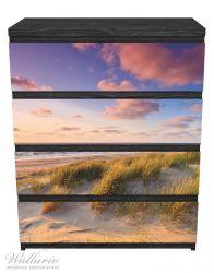 Möbelfolie Abendspaziergang am Strand - Sonnenuntergang über dem Meer – Bild 1