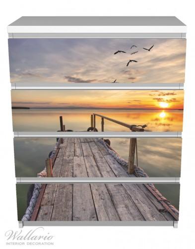 Möbelfolie Sonnenuntergang über dem See, idyllischer Steg – Bild 2