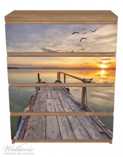 Möbelfolie Sonnenuntergang über dem See, idyllischer Steg – Bild 3