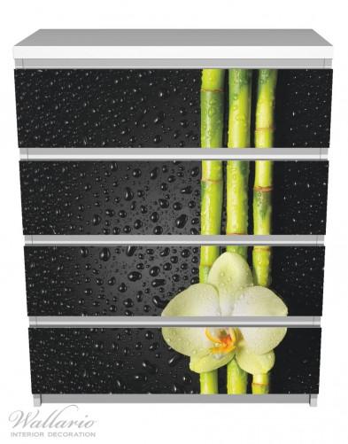 Möbelfolie Grüne Orchidee mit Bambus auf schwarz - Regentropfen – Bild 2