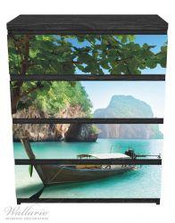 Möbelfolie Fischerboot in Thailand, blaues Meer und Steinfelsen – Bild 1
