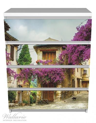 Möbelfolie Malerische Stadt in der Provence mit bunten Blumen – Bild 2