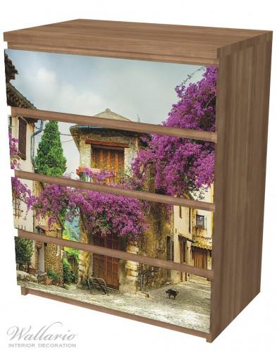 Möbelfolie Malerische Stadt in der Provence mit bunten Blumen – Bild 6