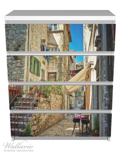 Möbelfolie Romantische Gasse in Kroatien mitten in der Stadt – Bild 2