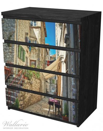 Möbelfolie Romantische Gasse in Kroatien mitten in der Stadt – Bild 4