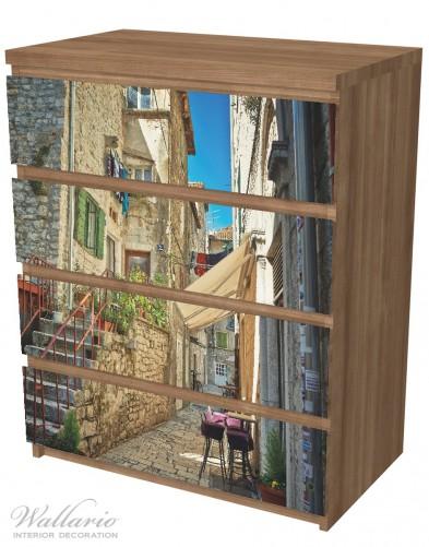 Möbelfolie Romantische Gasse in Kroatien mitten in der Stadt – Bild 6