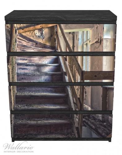 Möbelfolie Treppe in einem alten Haus – Bild 1