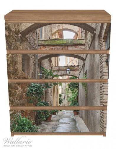 Möbelfolie Grüne italienische Gasse - mit alten Bögen – Bild 3