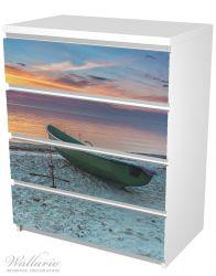 Möbelfolie Einsames Fischerboot mit Anker am Strand – Bild 5
