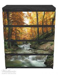 Möbelfolie Kleiner Bach über Steine im Herbstwald – Bild 1
