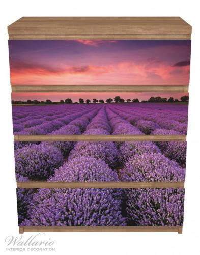 Möbelfolie Lavendelfeld unter rotem Himmel – Bild 3