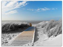 Glasunterlage Auf dem Holzweg zum Strand in schwarz-weiß Optik – Bild 1