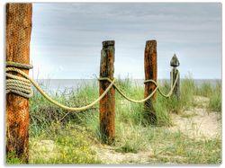 Glasunterlage Düne am Strand mit Holzpfahl – Bild 1