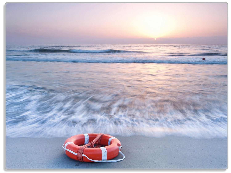 Glasunterlage Rettungsring am Strand bei Sonnenuntergang – Bild 1