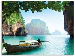 Glasunterlage Fischerboot in Thailand  blaues Meer und Steinfelsen – Bild 1