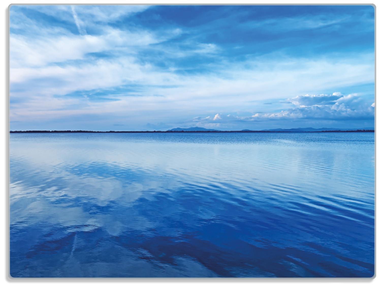 Glasunterlage Blaue Meeresbucht in Italien mit Spiegelung im Wasser – Bild 1