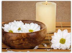 Glasunterlage Stillleben - Kerzen und Blumenblüten in Holzschale – Bild 1