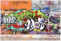 Vliestapete RAP-Graffiti- Wand mit verschiedenen Tags – Bild 1