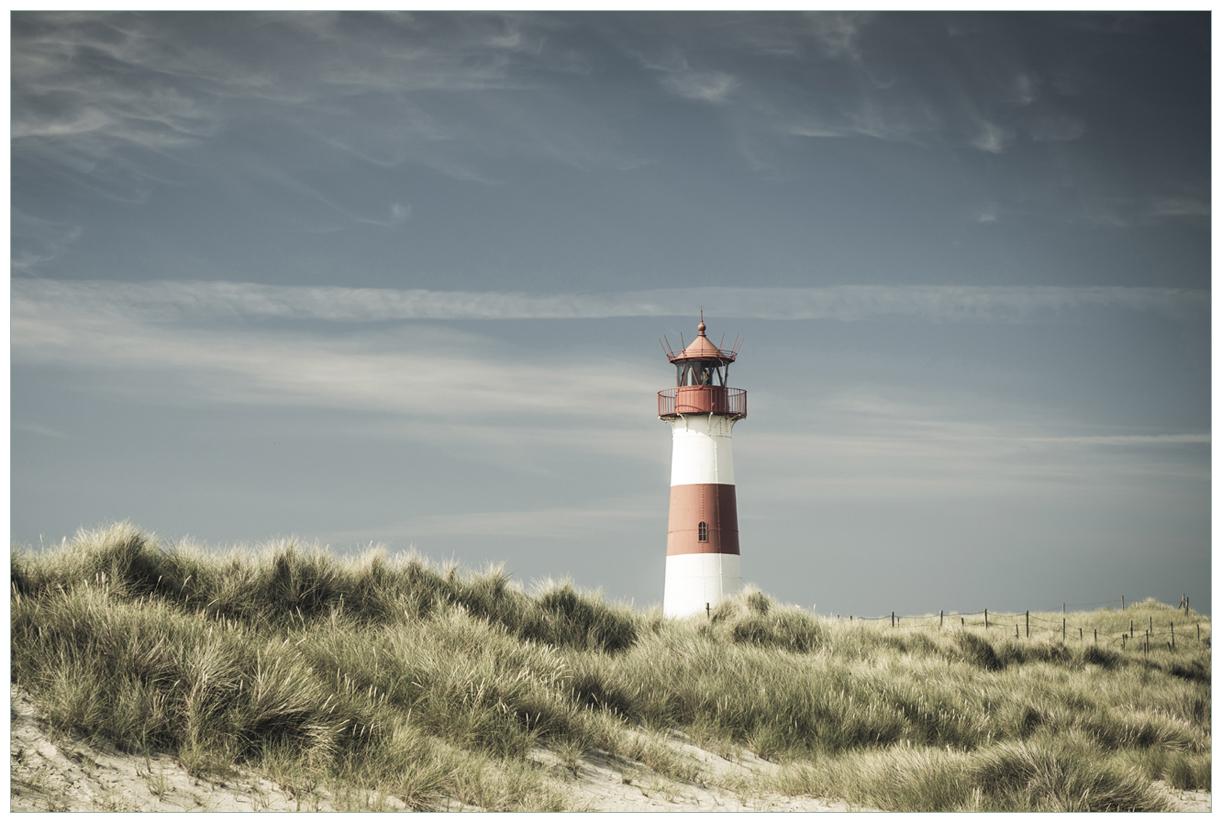 Vliestapete Leuchtturm auf der Düne am Strand – Bild 1