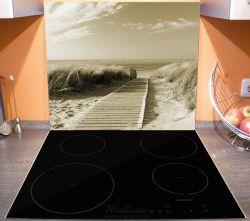 Herdabdeckplatte Auf dem Holzweg zum Strand in Sepiafarben – Bild 3