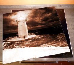 Herdabdeckplatte Abstrakter Leuchtturm im Wasser bei stürmischer See – Bild 2