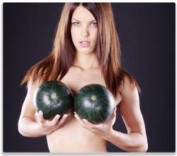 Herdabdeckplatte Schöne halbnackte Frau mit Melonen – Bild 1