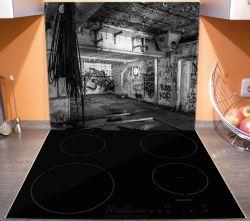 Herdabdeckplatte Alte verlassene Fabrik in schwarz weiß mit Graffiti – Bild 3