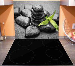 Herdabdeckplatte Bambustrieb auf schwarzen Steinen, benetzt mit Wasser-Tropfen – Bild 3