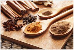 Vliestapete Kräuter und Gewürze auf Holzlöffeln – Bild 1