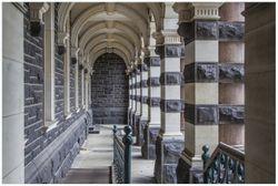 Vliestapete Säulengang in einem Bahnhof in Neuseeland – Bild 1