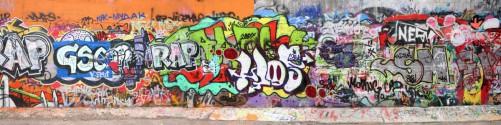 Küchenrückwand RAP-Graffiti- Wand mit verschiedenen Tags