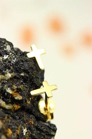 333 Gold Paar Ohrschmuck Ohrringe Ohrstecker Kreuz, glanz ohne Muster  – Bild 4