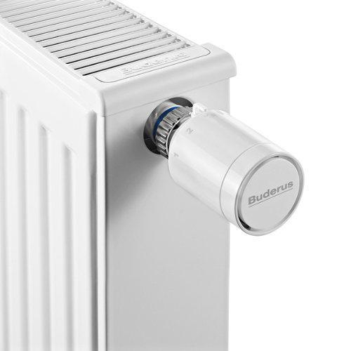 Weißer Heizkörper mit Buderus Thermostat