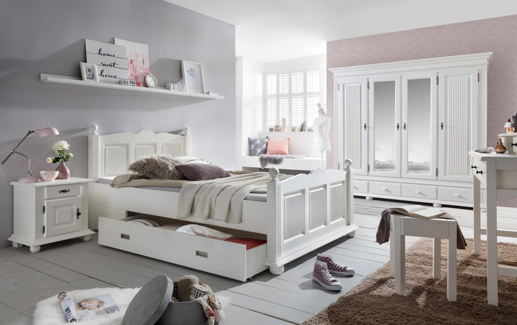 4 trg kleiderschrank freiburg spiegel massivholz weiss. Black Bedroom Furniture Sets. Home Design Ideas