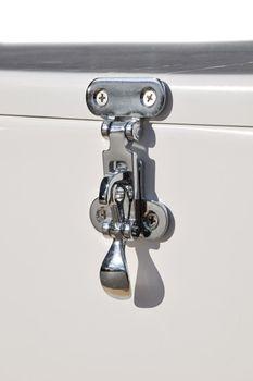 Osculati GFK Sitztruhe 59x43x37cm mit Verschlußdeckel und passendem Sitzkissen – Bild 6