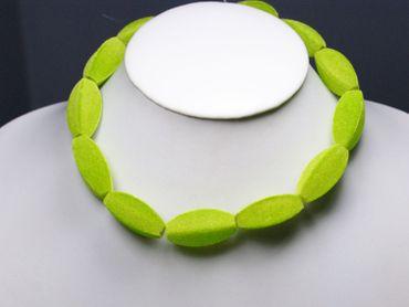 Samtperlen Olive apfelgrün 32x13mm, 3 Stück #K24635 – Bild 2