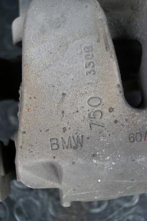 BMW X5 F15 E70 X6 F16 E71 Bremssattel Träger vorne rechts 6776784 34116776784 – Bild 3