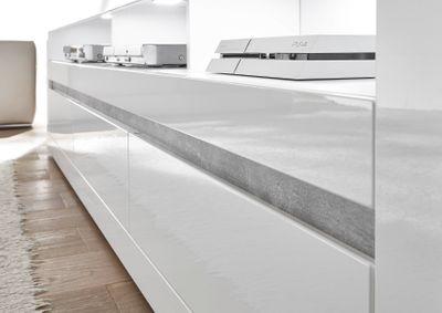 "Sideboard ""Siste XII"" - in Weiß Hochglanz mit Applikation Beton Atelier NB – Bild 6"