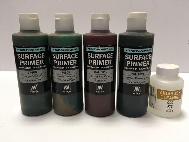 Vallejo Surface Primer 2x 74608 1x RAL8012 1x RAL7021 je 200ml + Reiniger