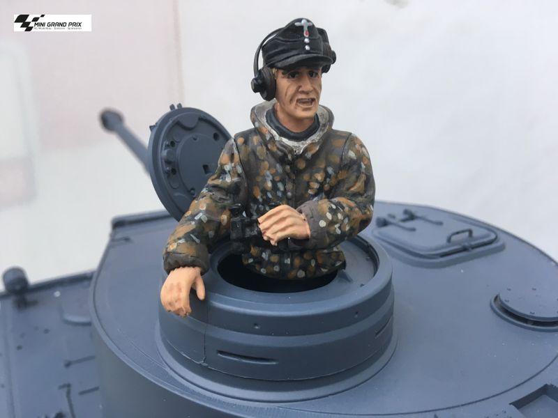 Torro 1:16 Halbfigur Panzerkommandant in Tarnkleidung 222285131 – Bild 1