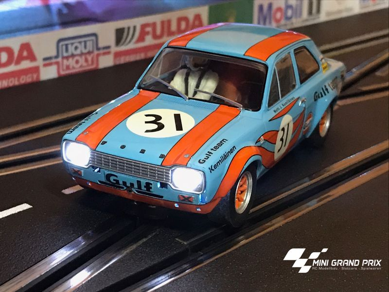 Scalextric 1:32 Ford Escort Mk1 Gulf Edition HD C4013 für Carrera Digital 132 – Bild 1