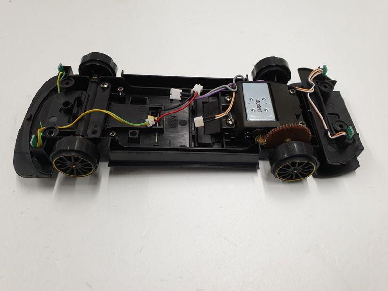 Carrera Digital 124 Chassis mit Motor vom Mercedes-AMG C 63 DTM   – Bild 1