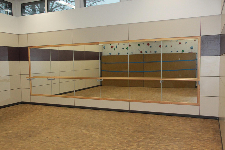 Ballettspiegelwand, 6,00 x 2,00 m mit Ballettstangen, komplett mit ...