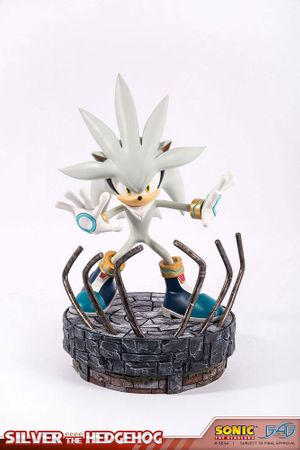 Sonic the Hedgehog Statue: Silver the Hedgehog